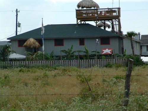 Hut_on_deck_on_roof_on_house_on_sticks2
